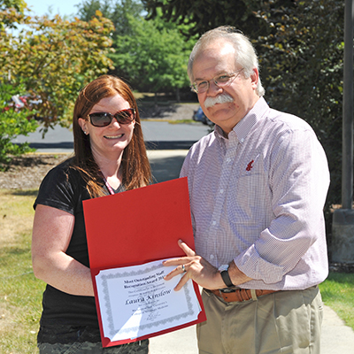 Laura Kinslow receives award from Dean Slinker
