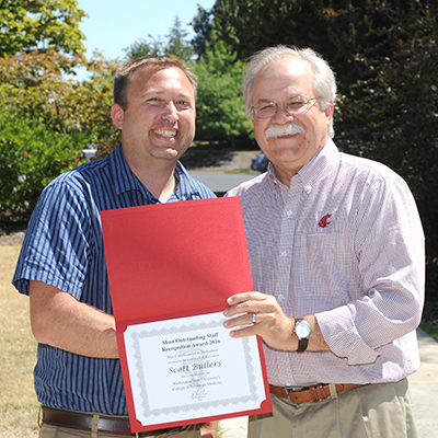 Scott Bullers receives award from Dean Slinker